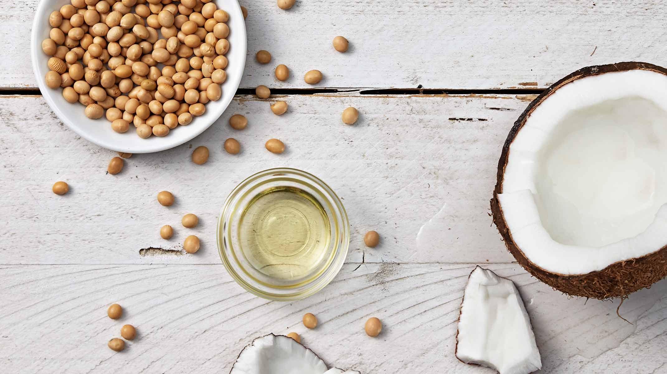 ingredientes naturales en probeta y mortero